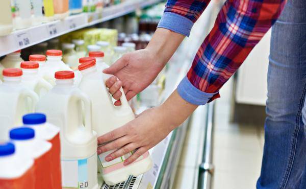 Making different decisions about where you buy groceries could affect economic disparity, new research shows.