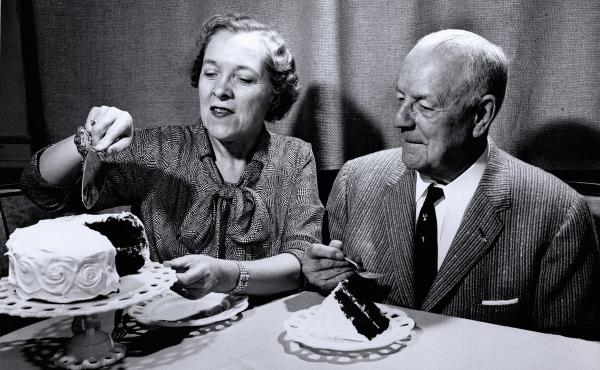 In 1957, Duncan Hines and his wife, Clara, cut a cake at the Duncan Hines test kitchen in Ithaca, N.Y.