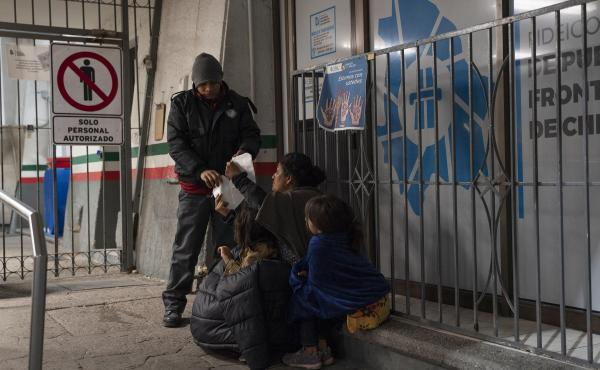 A woman from Guatemala and her two daughters were apprehended upon crossing the U.S.-Mexico border between El Paso and Ciudad Juárez and were immediately expelled back to Mexico in the early hours of April 2 at the Paso del Norte International Bridge.
