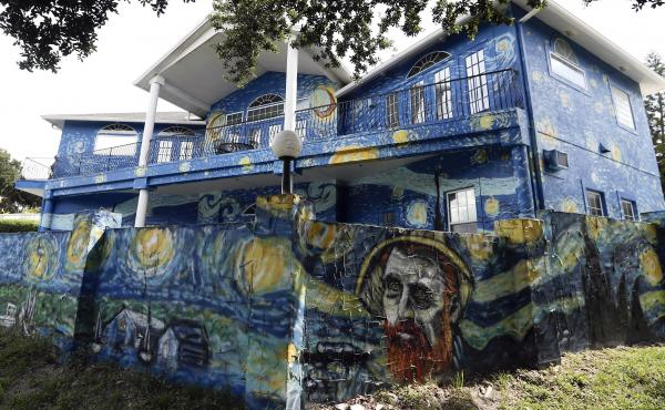 The Mount Dora City Council unanimously agreed on Tuesday that homeowners, Nancy Nemhauser and Lubomir Jastrzebski, can keep a mural interpretation of Vincent Van Gogh's The Starry Night, to end the nearly yearlong code-enforcement case.