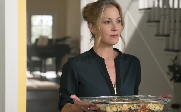 Christina Applegate plays Jen, a real estate agent and mother of two, dealing with the sudden death of her husband in the Netflix series Dead To Me.