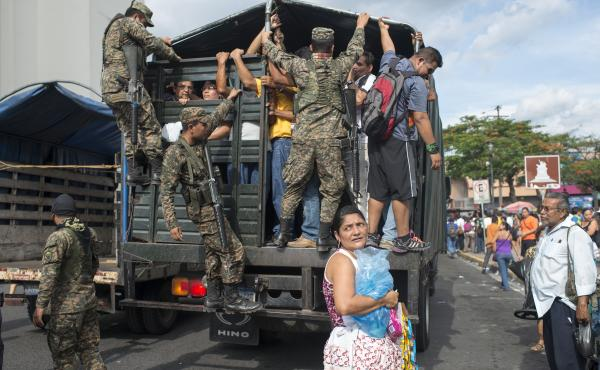 Commuters who were affected by the prohibition of public transportation, imposed by gang, were escorted by military and police forces that provided transportation.