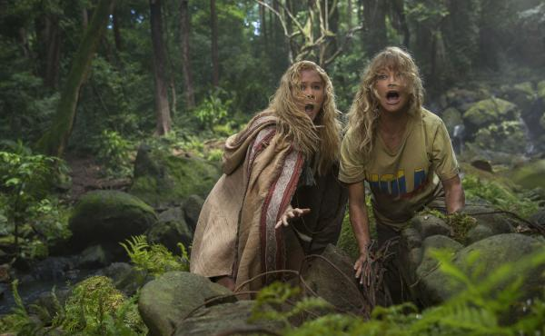 Emily (Amy Schumer) and Linda (Goldie Hawn) get rumpled in the jungle in Snatched.