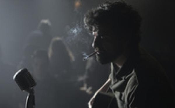 In the Coen brothers' latest film, down and out Llewyn Davis (Oscar Isaac) is trying to make ends meet as a folk singer in New York in the early 1960s.