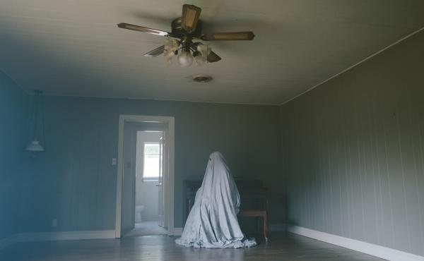 A Ghost Story unfolds in long, static shots, most of them without faces to hang onto.