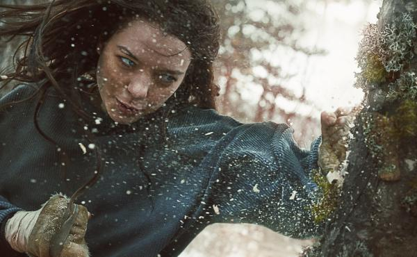 Hanna (Esme Creed-Miles) trains for the day she will have to fight something besides trees.