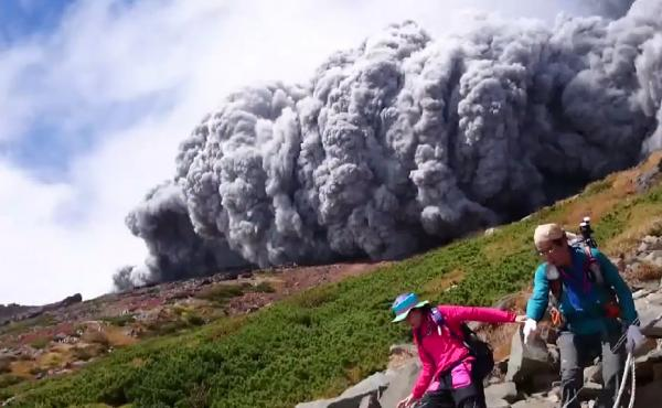 A hiker's dramatic video captured the scene as a huge cloud of ash poured down the side of Mt. Ontake in Japan Saturday.