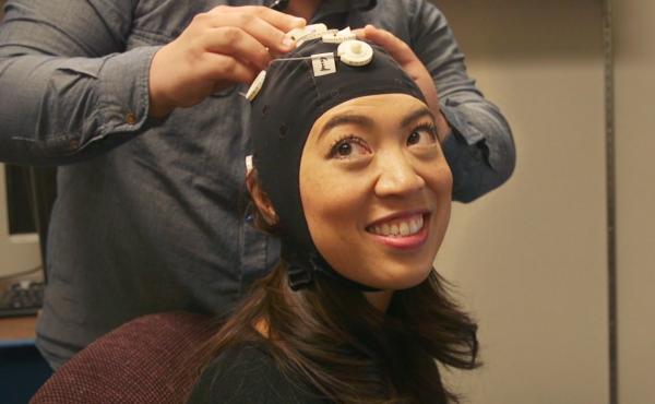 Elise Hu wears an EEG cap.