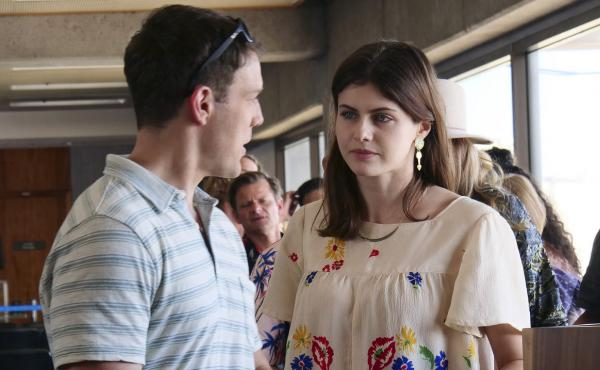 Jake Lacy and Alexandra Daddario in HBO's The White Lotus.