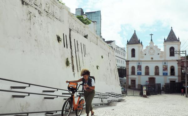 Lívia Suarez, who runs La Frida Bike, arrives at the Dendê Valley boot camp for entrepreneurs in Salvador's city center.