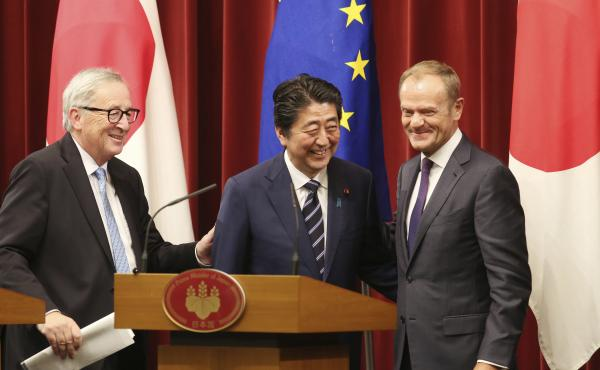 European Commission President Jean-Claude Juncker (from left), Japanese Prime Minister Shinzo Abe and European Council President Donald Tusk conclude their news conference at the Japan-EU summit on Tuesday in Tokyo.