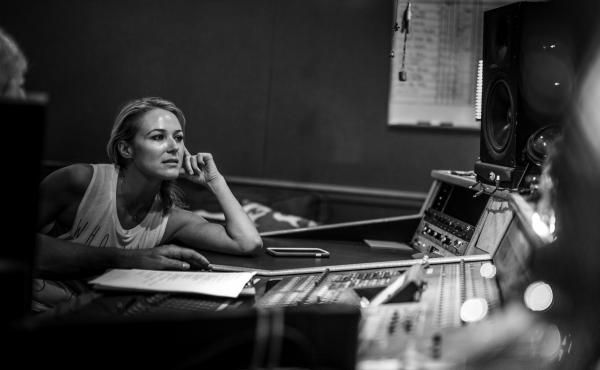 Singer/songwriter Jewel has a new memoir titled Never Broken: Songs Are Only Half the Story, and a new album called Picking Up the Pieces.