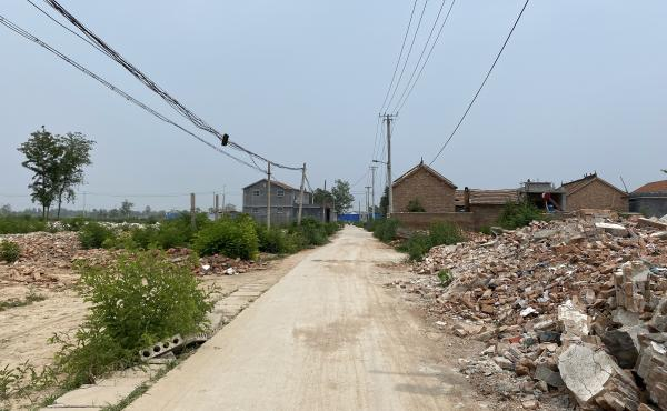 Near Liu's village, Xiguozhuang was the first village in the township of Yanshi, Shandong, to have its houses torn down. Fewer than a dozen homes remain along the village's main road.