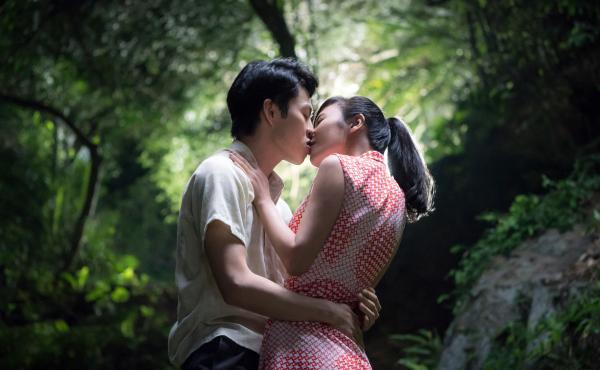 Pin-Ju (Hong-Chi Lee) and Yuan (Yo-Hsing Fang) in the Netflix release Tigertail.