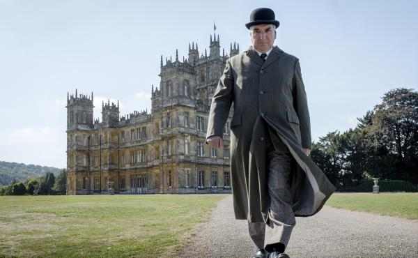Jim Carter returns as Charles Carson for a royal visit in Downton Abbey.