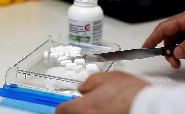 A pharmacist counts pain pills. In an effort to curb the abuse of Oxycontin, Vicodin and other opioid painkillers, some health plans in Massachusetts now limit a patient's initial prescription to a 15-day supply, and plan to halve that number in February.