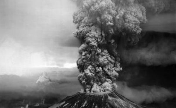 An aerial view of the Plinian eruption column, Mount St. Helens, on May 18, 1980.