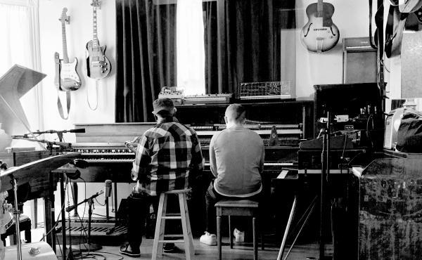 Pharoah Sanders and Floating Points in the studio.
