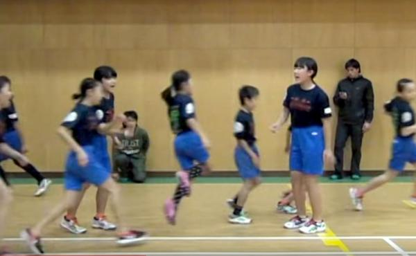 A team of 14 Japanese elementary school students has set a new record for jumping rope, with 225 skips in one minute.