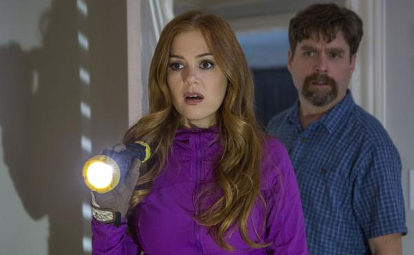 Zach Galifianakis and Isla Fisher as Jeff and Karen Gaffney in Keeping Up with the Joneses.