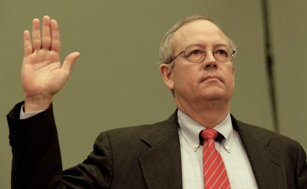 """Independent counsel Kenneth Starr testifies before the House Judicial Committee on Nov. 19, 1998. He alleged that then-President Clinton engaged in """"an unlawful effort to thwart the judicial process."""""""
