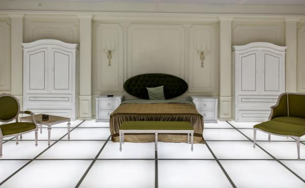 The Barmecide Feast, by Simon Birch and KplusK associates (which was co-founded by Paul Kember), recreates the bedroom from the final scene of Stanley Kubrick's 2001: A Space Odyssey.