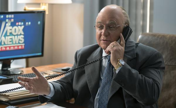 The seven-part Showtime series The Loudest Voice traces the rise and fall of Fox News chief Roger Ailes (Russell Crowe).