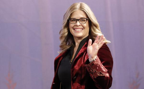 Director Jennifer Lee waves upon her arrival at a press conference in Seoul, South Korea, on Nov. 25, 2019.