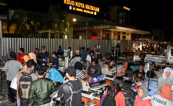 Patients are evacuated outside to the parking lot of Mataram City General Hospital after a strong earthquake is felt in Mataram in eastern Lombok island, Indonesia, on Sunday.