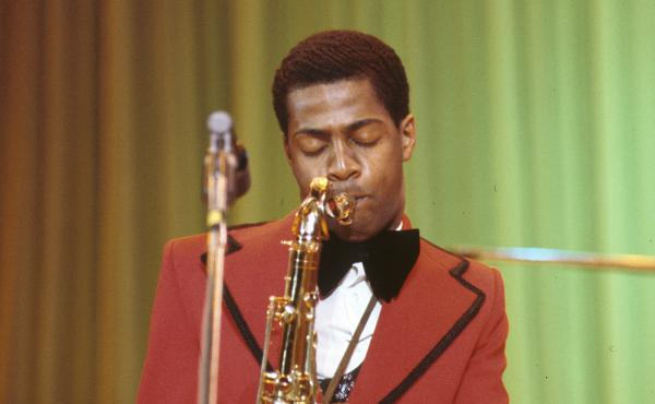 """Ronald """"Khalis"""" Bell, performing with Kool & The Gang on March 29, 1974."""