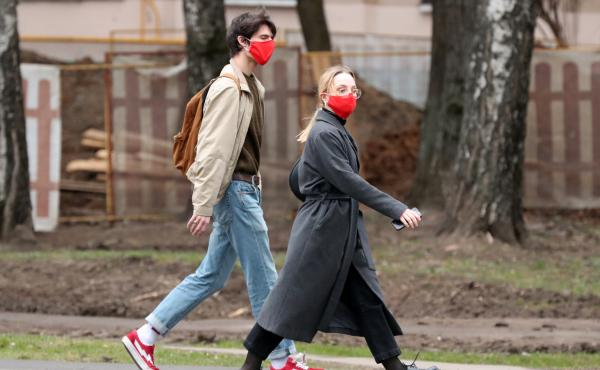 Moscovites wears face masks during the pandemic of the novel coronavirus disease (COVID-19). The capital has been on lockdown in connection, with residents told to stay at home and go out for essential purposes only.