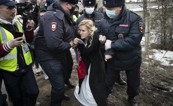 Police officers Tuesday detain Alliance of Doctors union leader Dr. Anastasia Vasilyeva outside a prison colony in Pokrov, Russia, east of Moscow. A group of doctors gathered at the prison colony where opposition leader Alexei Navalny is being held.