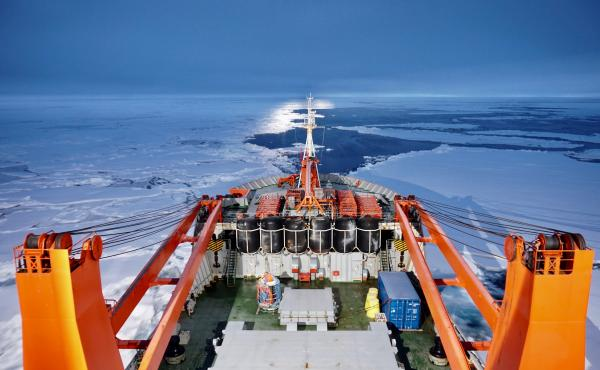 Russian research vessel Akademik Fedorov helped search for the MOSAiC ice floe. It made its way through the ice of the central Arctic Ocean.