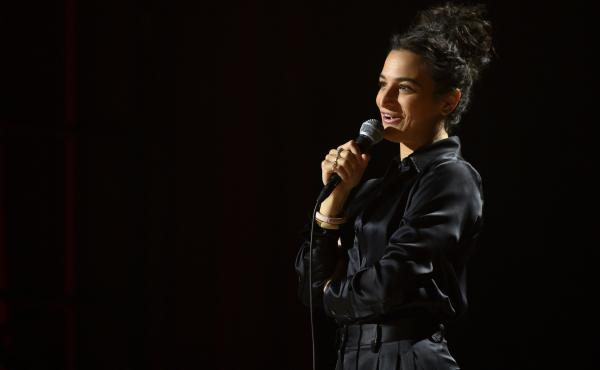 Jenny Slate's new Netflix comedy special is Stage Fright.