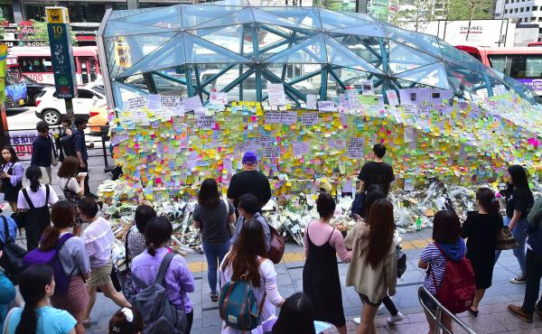 Last summer, South Koreans left messages of their sexual harassment and assaults on Post-it notes at an exit of Gangnam subway station.
