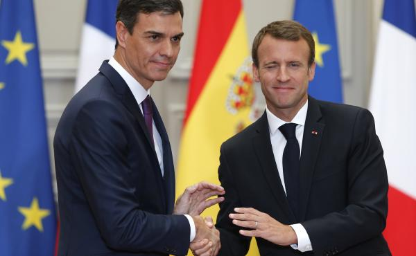 French President Emmanuel Macron (right) shakes hands with Spanish Prime Minister Pedro Sánchez after a joint press conference at the Élysée Palace in Paris on June 23.