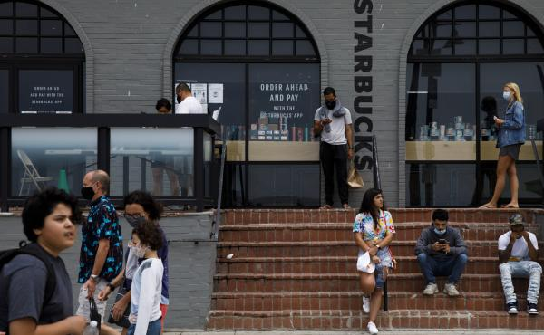 People gathered outside of a Starbucks coffee shop at Venice Beach in Los Angeles last month. The company's order for all customers to wear masks will take effect on July 15.