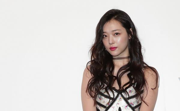 Fans and supporters of singer/actress Sulli flooded social media with posts celebrating her artistry, praising her outspoken and unapologetic stances on sexuality and feminism, and calling for an end to online harassment and bullying.