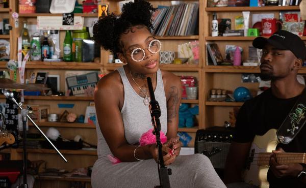 Summer Walker plays a Tiny Desk Concert on Sept. 13, 2019 (Laura Beltran Villamizar/NPR).