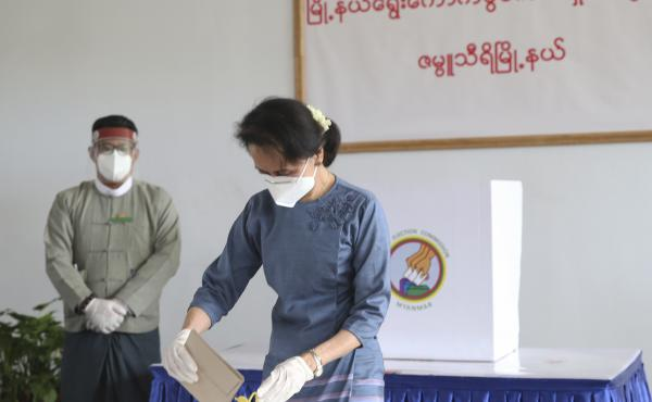 Aung San Suu Kyi, Myanmar's de facto leader, casts an early ballot for the Nov. 8 general election in Naypyitaw, Myanmar, on Oct. 29.