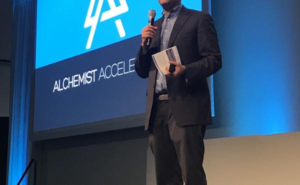 Ravi Belani, managing director at Alchemist Accelerator, speaks at a recent presentation by the startup accelerator in Sunnyvale, Calif.