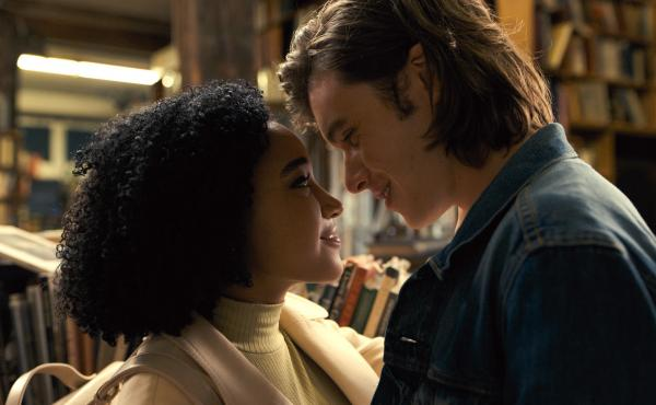 Amandla Stenberg as Maddy and Nick Robinson as Olly in Everything, Everything.