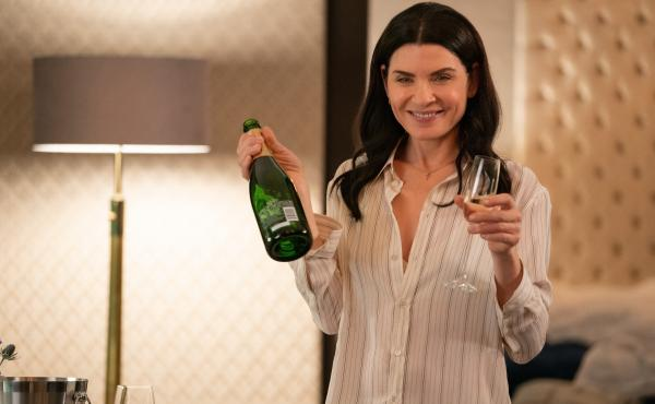 Julianna Margulies, who plays Laura, makes this episode look a lot more fun than it is.