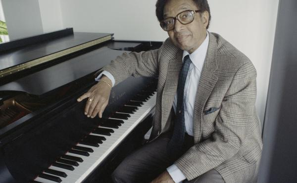 American jazz pianist and composer Billy Taylor (1921 - 2010) at his home in New York City, 18th April 1991. (Photo by Barbara Alper/Getty Images)