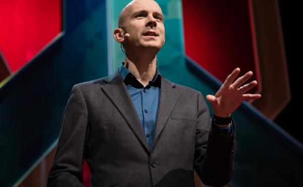 Tim Harford on the TED stage.