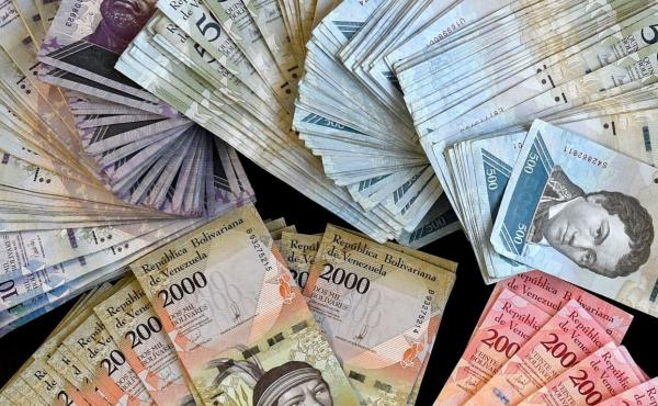 Venezuelan officials allegedly granted access to favorable currency exchange rates in exchange for bribes.