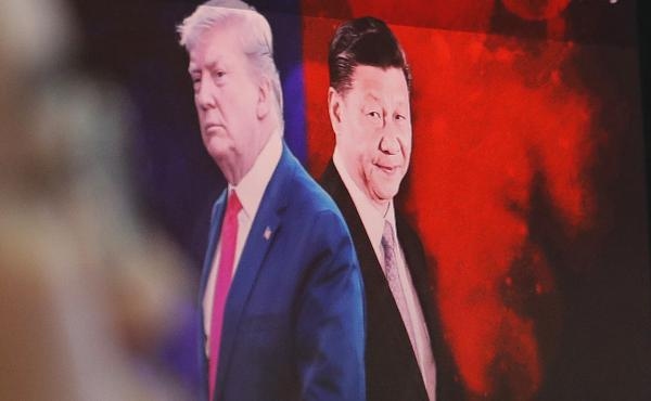 A computer screen in Seoul shows images of Chinese President Xi Jinping and President Donald Trump in 2019.
