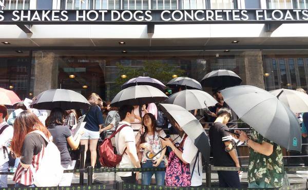 More than a month and a half after Shack Shack opened its first store in South Korea, in the Gangnam District of Seoul, the lines remain incredibly long, as our photographer confirmed last Friday.