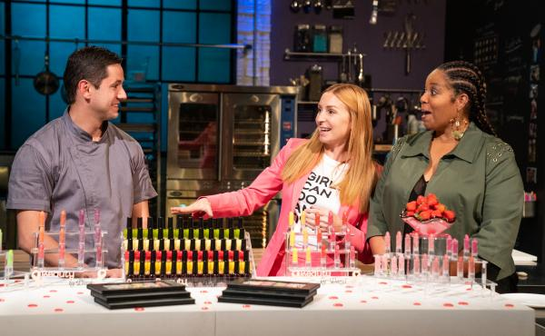 Hosted by Christina Tosi of Milk Bar, Netflix's Bake Squad asks four professional bakers to create an epic dessert for a special occasion in each episode.