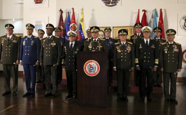 Defense Minister Vladimir Padrino López delivers a message of support for Venezuelan President Nicolás Maduro in Caracas, Venezuela, on Thursday. A half-dozen generals belonging largely to district commands and with direct control over thousands of troo